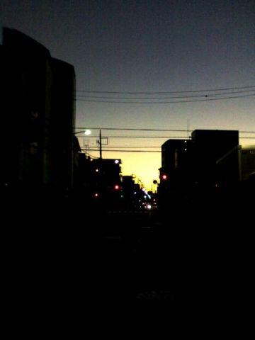 夜明けの町並
