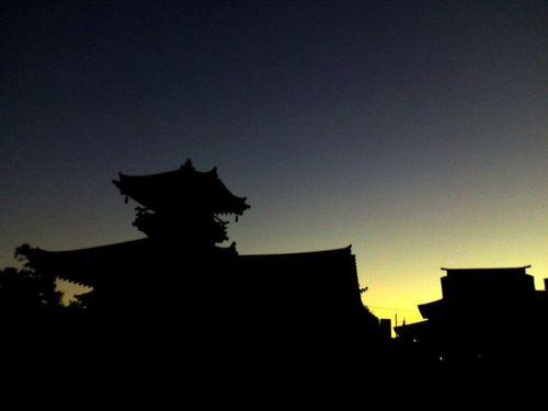 夜明けの寺院
