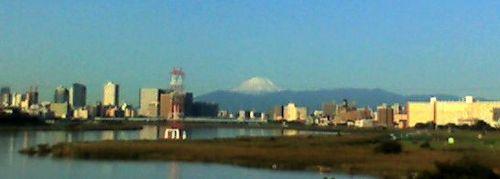 街越しに望む富士山