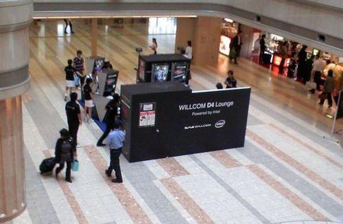 羽田空港でのWILLCOM D4体験イベント